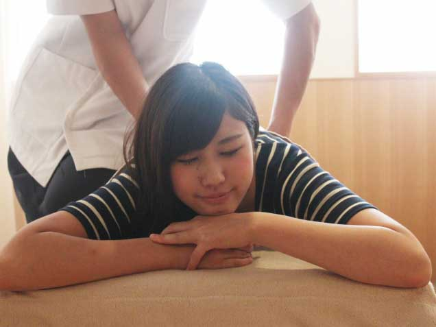 ナチュラルカラー整骨院・鍼灸マッサージ院の写真4